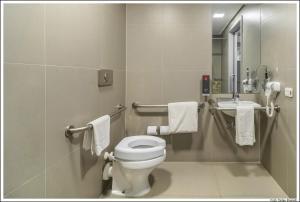 A bathroom at Aparthotel Adagio Sao Paulo Barra Funda