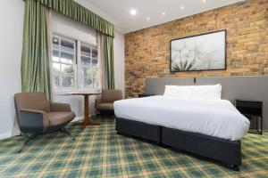A bed or beds in a room at The Carrington Inn - Bungendore
