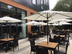 A restaurant or other place to eat at Hilton Garden Inn Abingdon Oxford