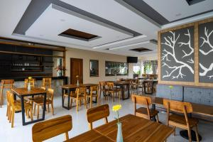 A restaurant or other place to eat at The Calna Villa Bali