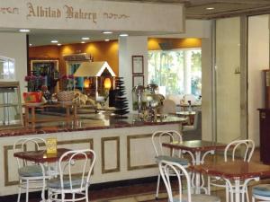 Um restaurante ou outro lugar para comer em Al Bilad Hotel