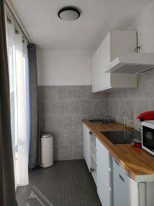 A kitchen or kitchenette at Nice Place Near Vieux Port