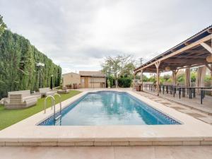 Der Swimmingpool an oder in der Nähe von OYO Hotel Torre San Juan
