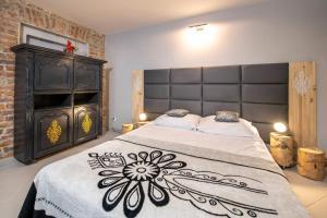 Łóżko lub łóżka w pokoju w obiekcie Apartamenty Lądek Zdrój