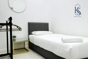 A bed or beds in a room at KEEN Suites@Sutera Avenue