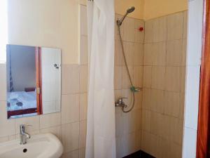 A bathroom at Kitisuru Manor