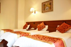 A bed or beds in a room at Hotel Geo