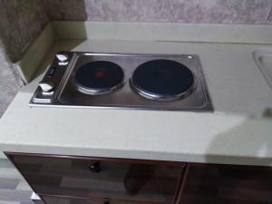 مطبخ أو مطبخ صغير في شقق ايواء الخرج الفندقية