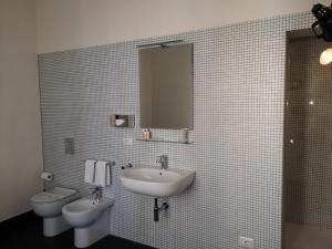 A bathroom at Palazzo Melfi