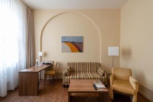 Ein Sitzbereich in der Unterkunft Hotel am Großen Waisenhaus