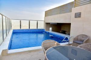 A piscina localizada em Grand Silverton Hotel ou nos arredores