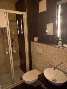 Ванная комната в Hotel Augsburg Langemarck