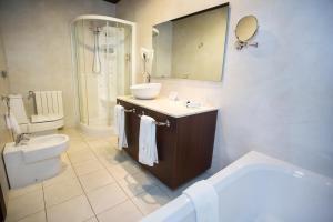 A bathroom at Hotel Swiss Moraira