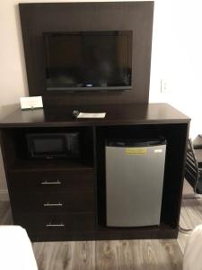 A television and/or entertainment centre at Quality Inn