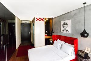 Een bed of bedden in een kamer bij SuB Karakoy - Special Category