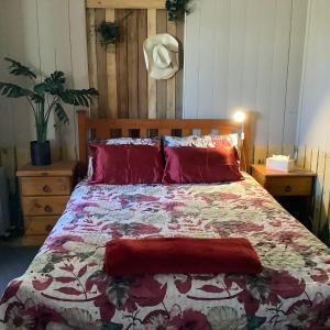 A bed or beds in a room at Corella Creek Country Farm Stay