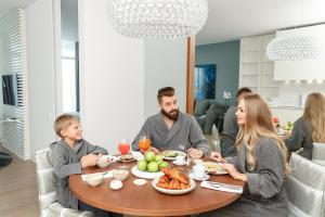 A family staying at Crystal House Suite Hotel & SPA