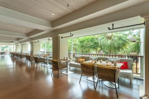 A restaurant or other place to eat at JW Marriott Phuket Resort and Spa - SHA Plus