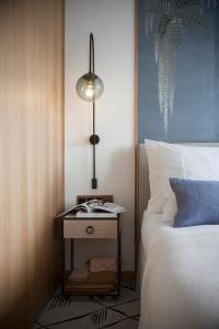 A bed or beds in a room at Storchen Zürich - Lifestyle boutique Hotel