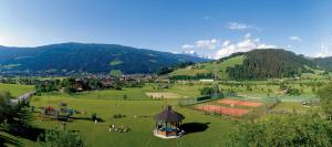 Blick auf Jugendsporthotel Bachlehen und Johanneshof aus der Vogelperspektive