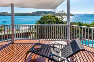 A balcony or terrace at Casuarina Cove 13 on Hamilton Island by HamoRent