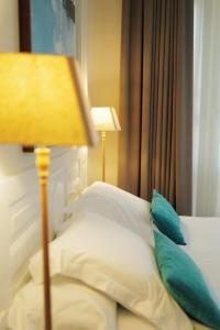 A bed or beds in a room at Hotel Villa Rosario