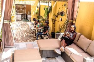 A restaurant or other place to eat at Lebo's Soweto Backpackers