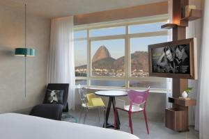 A seating area at Yoo2 Rio de Janeiro by Intercity