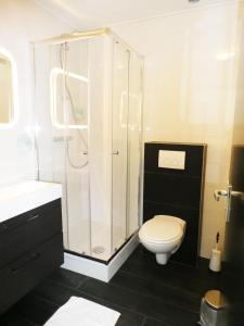 Een badkamer bij Hotel Café Restaurant De Posthoorn