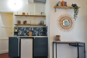 A kitchen or kitchenette at Nice apartment close to the OLD PORT