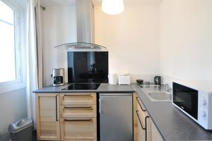 A kitchen or kitchenette at Modern flat old port of Marseille