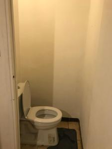 A bathroom at T1 charteux