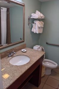 A bathroom at Beachside Hotel and Suites