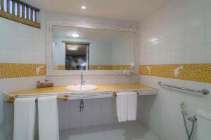 A bathroom at Hotel Via dos Corais