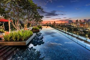 The swimming pool at or close to JEN Singapore Orchardgateway by Shangri-La - SGClean