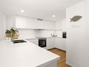 A kitchen or kitchenette at Eastpoint 4