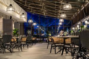 A restaurant or other place to eat at Sofitel Dubai Jumeirah Beach