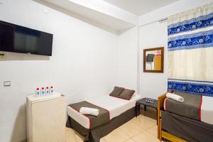 A bed or beds in a room at Pensión Ayuntamiento