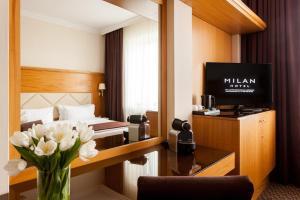 Телевизор и/или развлекательный центр в Отель Милан