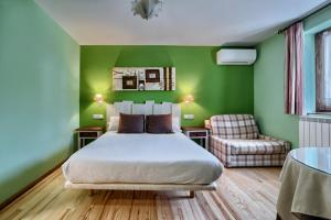 Un ou plusieurs lits dans un hébergement de l'établissement Hostal Almadiero