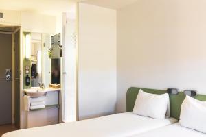 Un ou plusieurs lits dans un hébergement de l'établissement ibis budget Lyon Centre Confluence