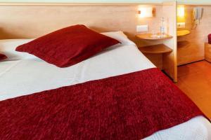 Een bed of bedden in een kamer bij Hotel Xaine Park