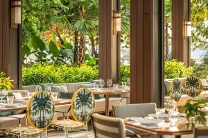 A restaurant or other place to eat at Four Seasons Hotel Bangkok at Chao Phraya River