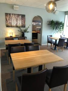 A restaurant or other place to eat at Bardufoss Hotel