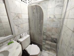 A bathroom at Manacá Hotel