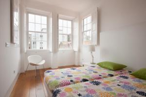 A bed or beds in a room at Porto Lounge Hostel & Guesthouse
