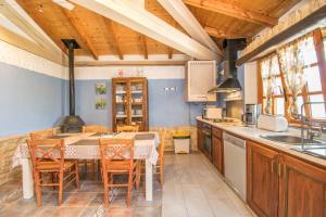 Una cocina o kitchenette en Alojamiento Rural La Cañada