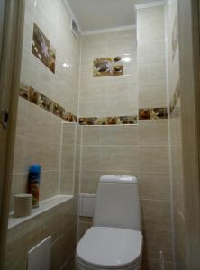 Ванная комната в 1 k apartment on chetaeva 22
