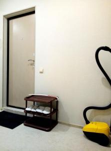 Гостиная зона в 1 k apartment on chetaeva 22