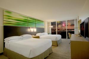 A bed or beds in a room at DoubleTree by Hilton at the Entrance to Universal Orlando